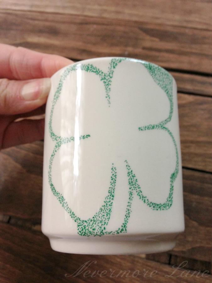 #DIY St. Patrick's Day Shamrock Mug #IrishAmericanHeritageMonth | Nevermore Lane