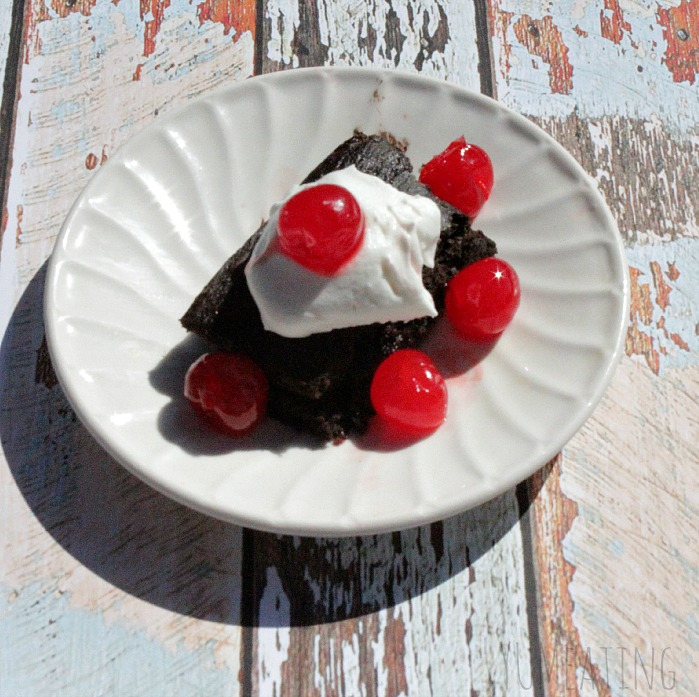 Skinny Chocolate Cherry Cake| YUM eating