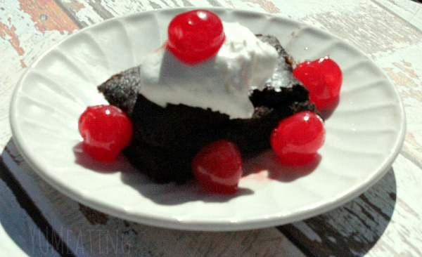 Skinny Chocolate Cherry Cake | YUM eating