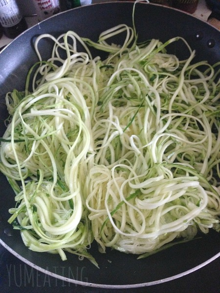 Pesto Zoodles  | YUM eating