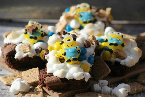 Minion S'mores - YUM eating