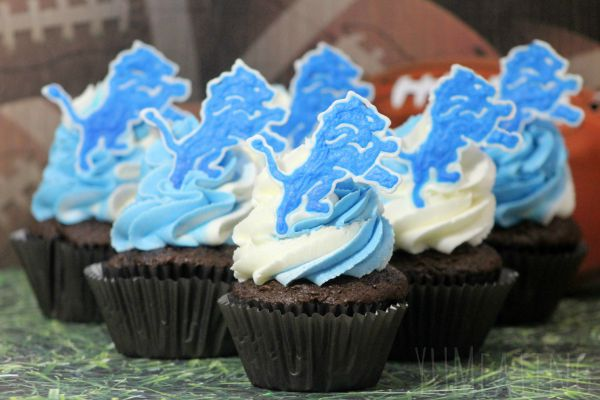 Detroit Lions Chocolate Cupcakes #Detroit #Football